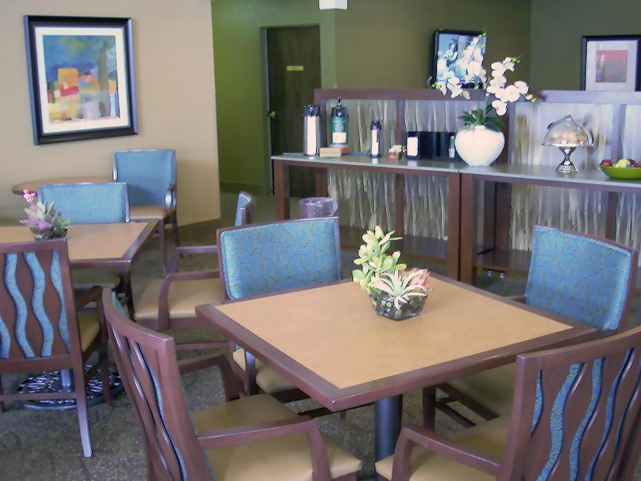 Breakfast Nook - Hawthorne Court Retirement Community