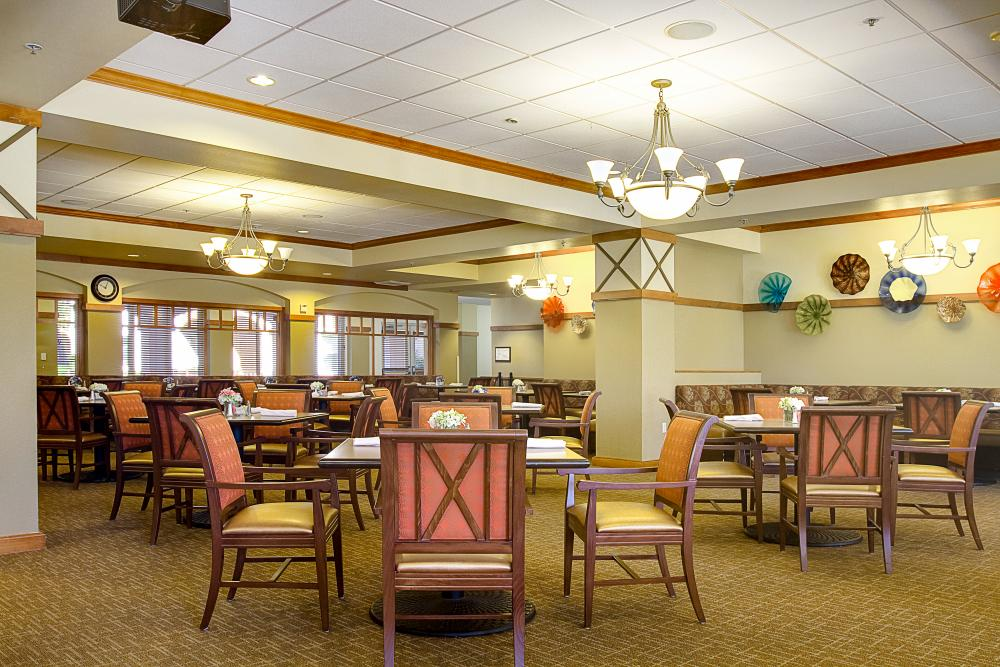 Dining Room - Heritage Estates Retirement Community